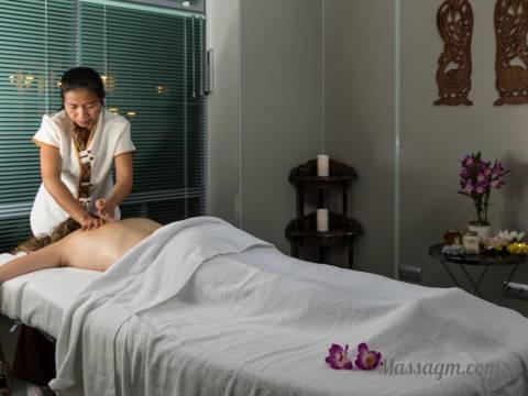 Сеанс массажа спины
